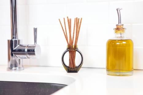 Alio oil-free reed diffuser