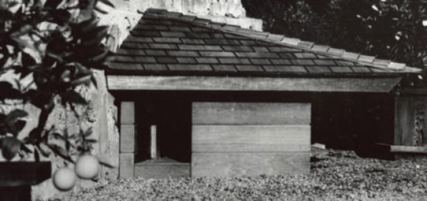Frank-Lloyd-Wright-doghouse.jpg